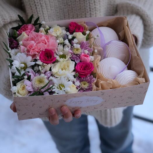 Коробочка с зефиром S  и цветами