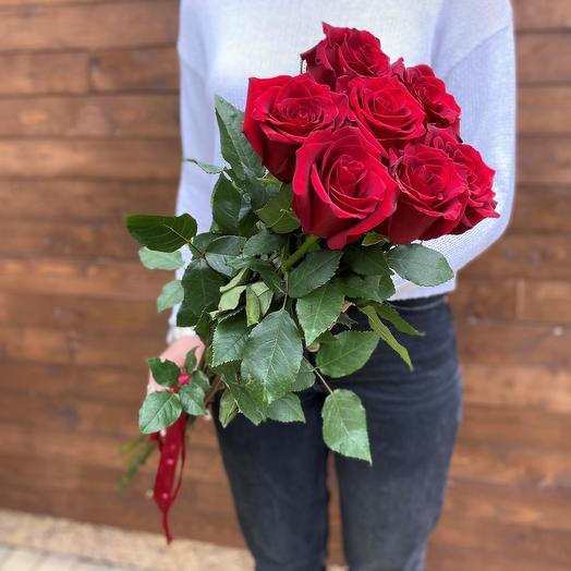 7 классических красных роз под ленту
