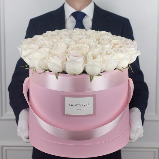 Ароматные эквадорские розы White O Hara в шляпной коробке Maxi: букеты цветов на заказ Flowwow