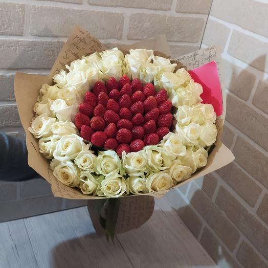 Белая роза с клубникой
