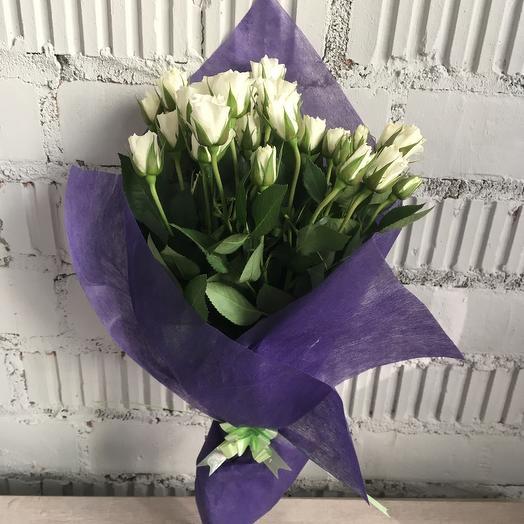 Букет из белых кустовых роз 9: букеты цветов на заказ Flowwow