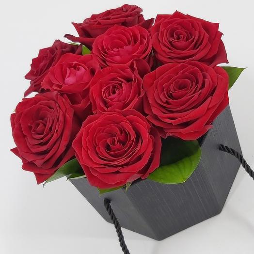 Коробочка с красными розами