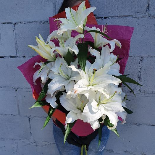 Ароматный букет белых лилий 1 сентября
