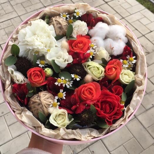 Цветы в коробке с прозрачной крышкой