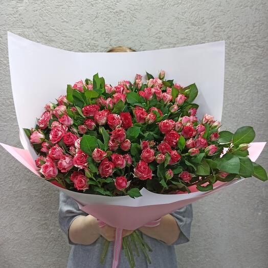 Шикарный букет кустовых роз
