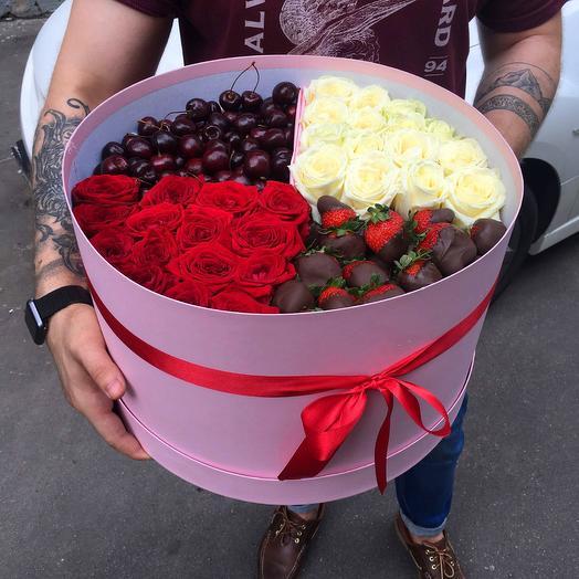 Ягоды с розами: букеты цветов на заказ Flowwow
