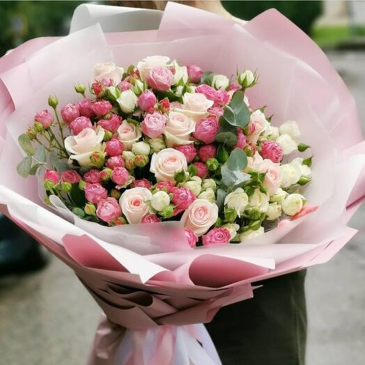 Объёмный микс из кустовых роз