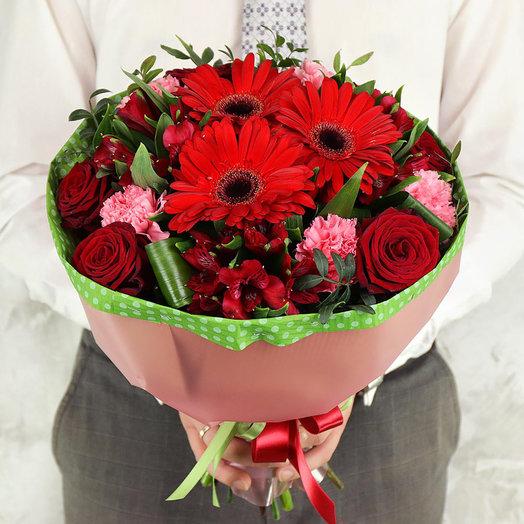 Букет из гербер, роз и альстромерий с листьями фисташки
