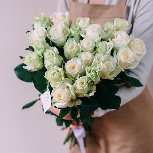 Букет из 25 белых роз с лентой