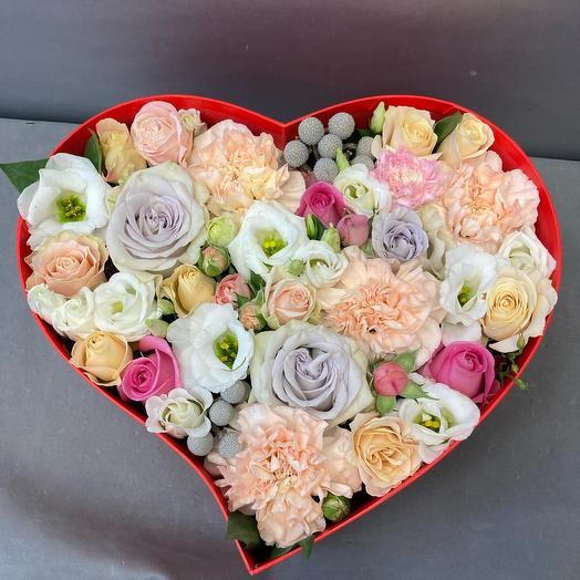Сердце с цветами в коробке